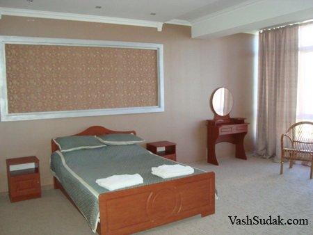 Гостиница на самом берегу моря Чайхана. Судак