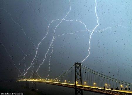Восемь молний в один мост.