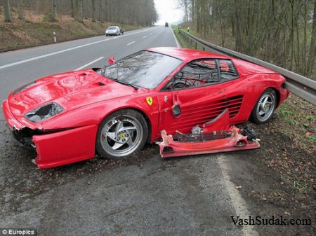 Немецкий водитель разбил Ferrari, чтобы спасти ежа